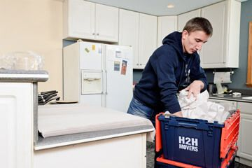 Professional Movers in Chicago Also Provide Packing Supplies Services